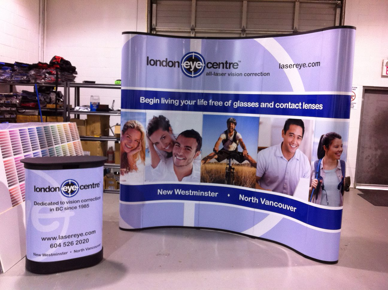 curved-trade-show-display